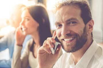 Telefondolmetscher von LingaTel während einem Übersetzungs Telefonat